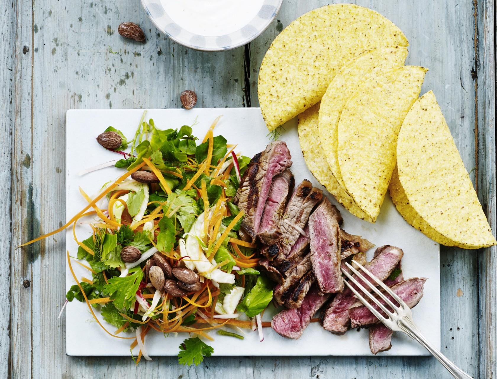 Tacos med steak og sprød salat - virkelig lækker opskrift!