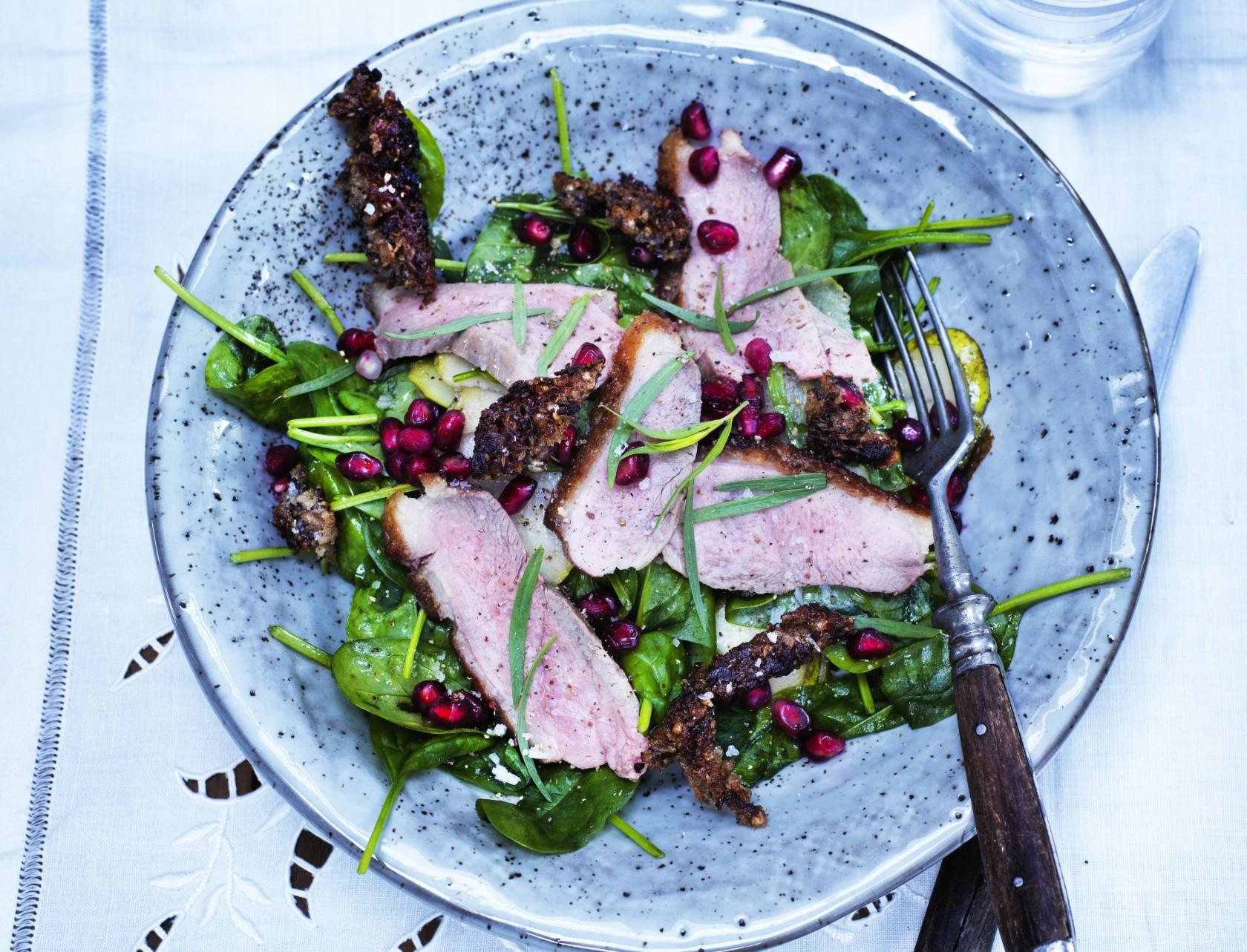 Andesalat med spinat og granatæble - god opskrift på måltidssalat.