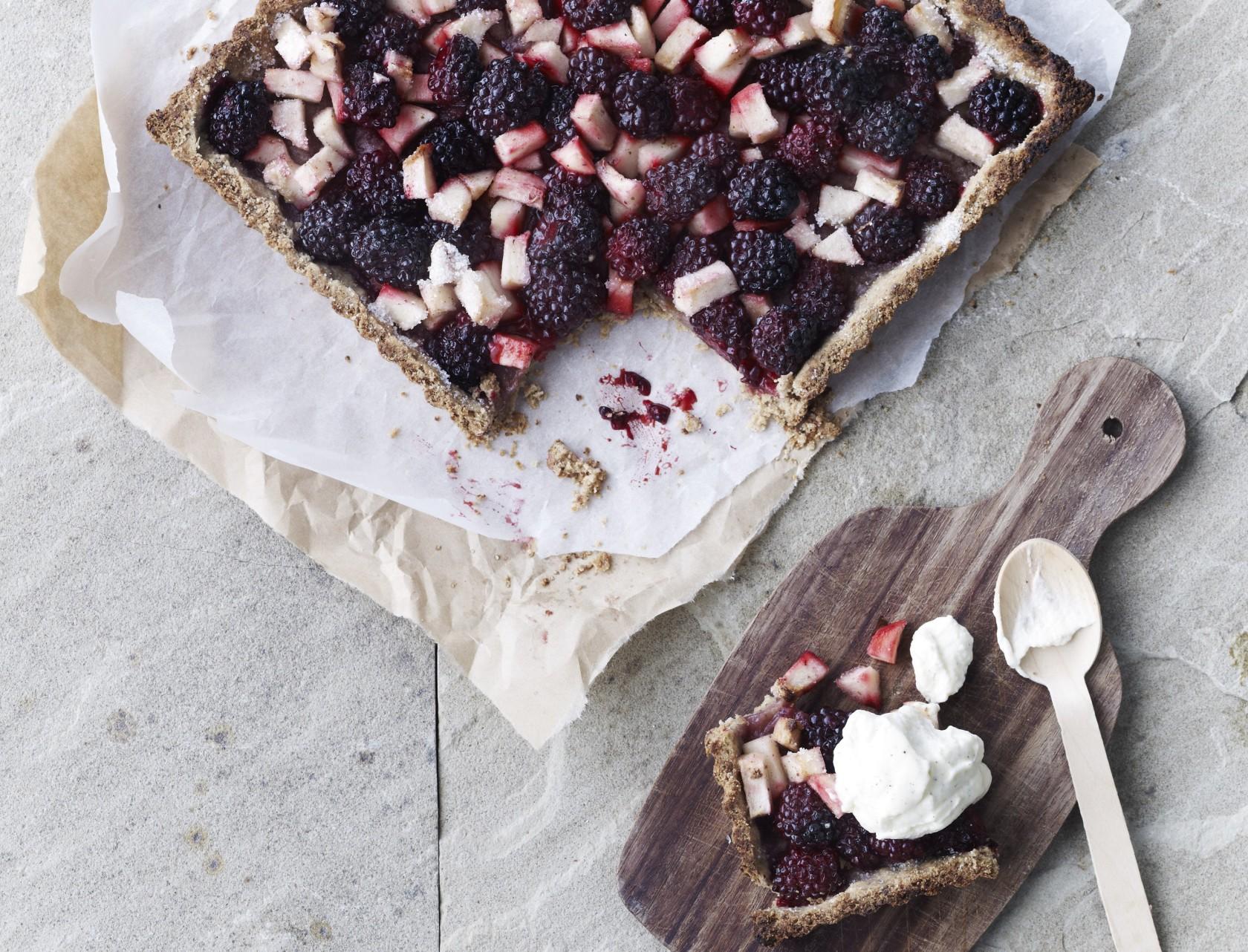 Brombærtærte med vaniljefløde - virkelig lækker opskrift!