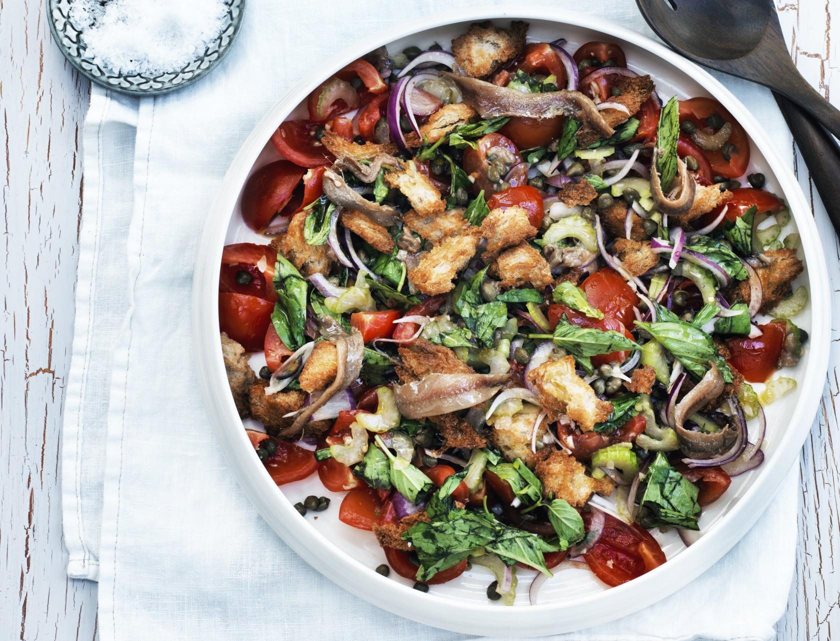 Panzanella – opskrift på italiensk brødsalat