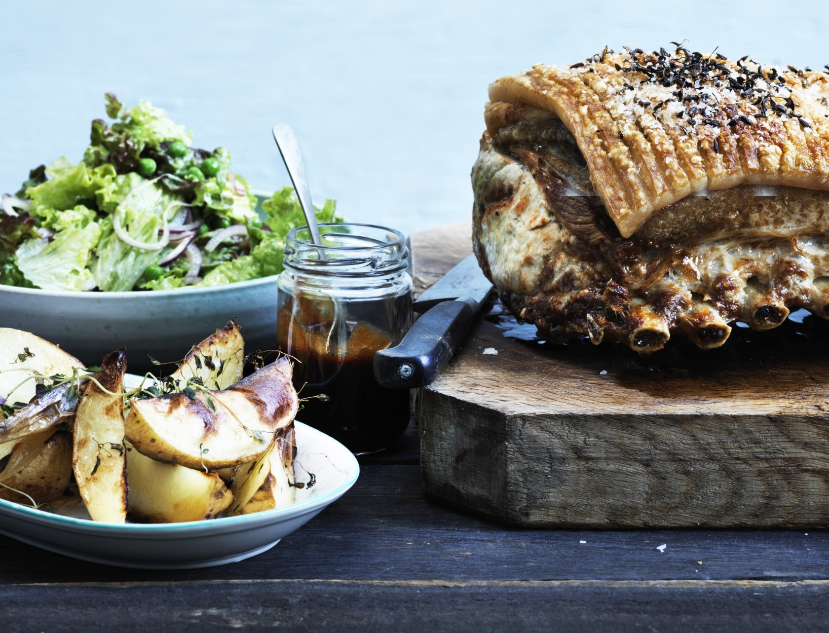Flæskesteg med grove fritter og barbecuesauce - virkelig lækker opskrift!