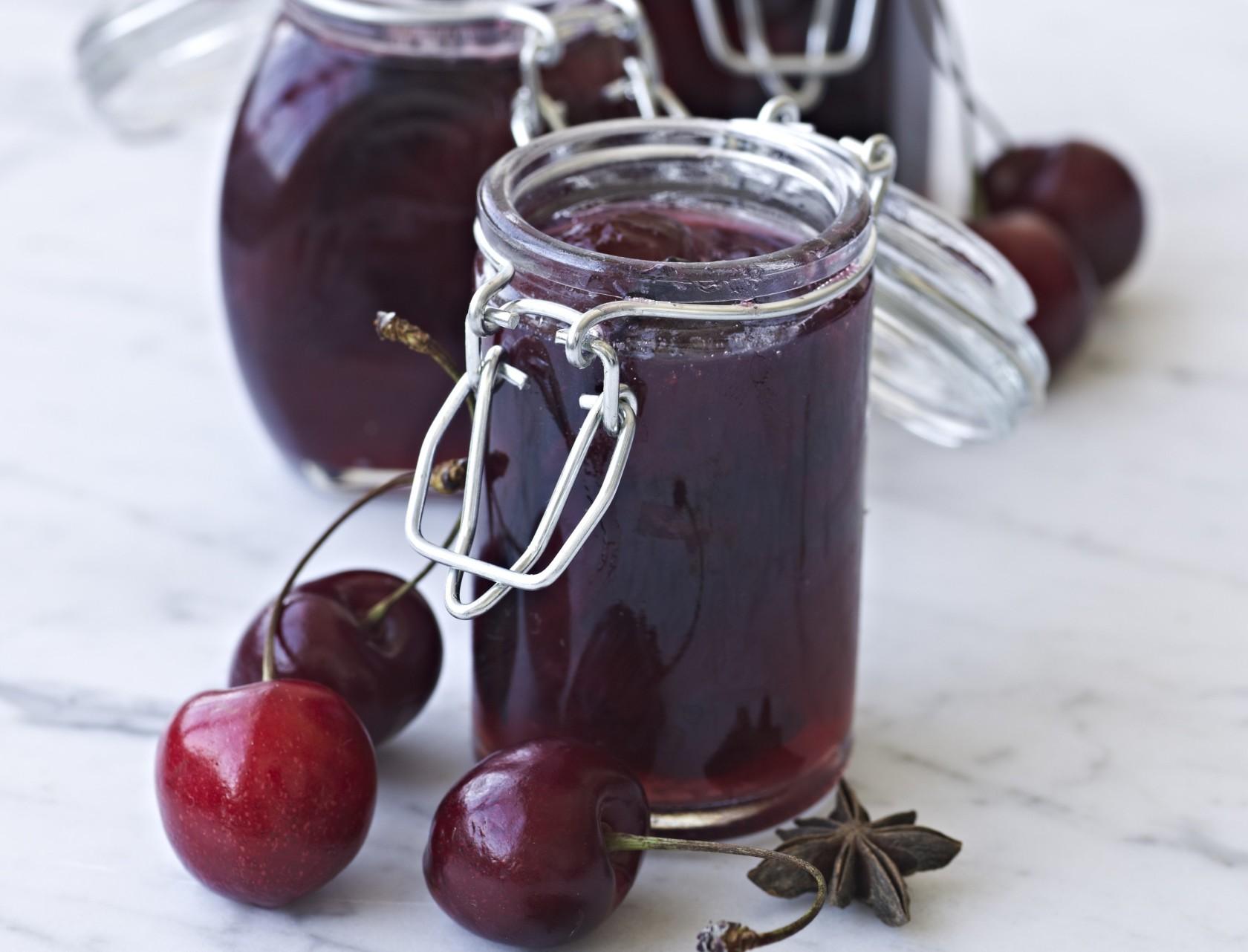 Kirsebærmarmelade med anis og ingefær - nem og lækker opskrift