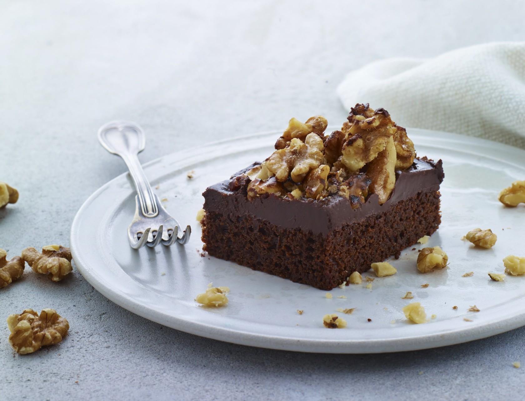 Trøffelkage med valnødder - den bedste opskrift på chokoladekager med topping.