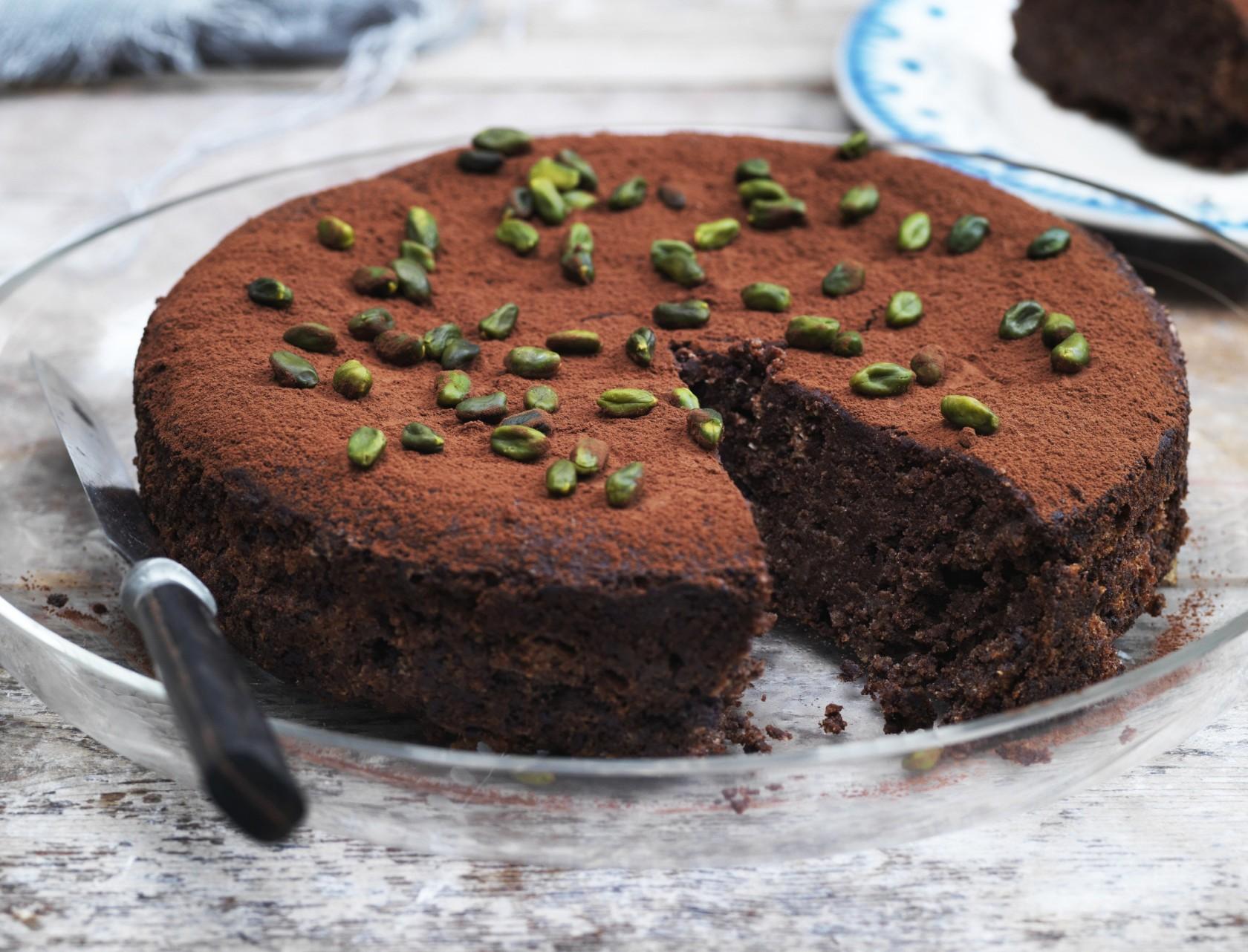 Glutenfri chokoladekage med nødder og mandler - god opskrift på kage uden mel.