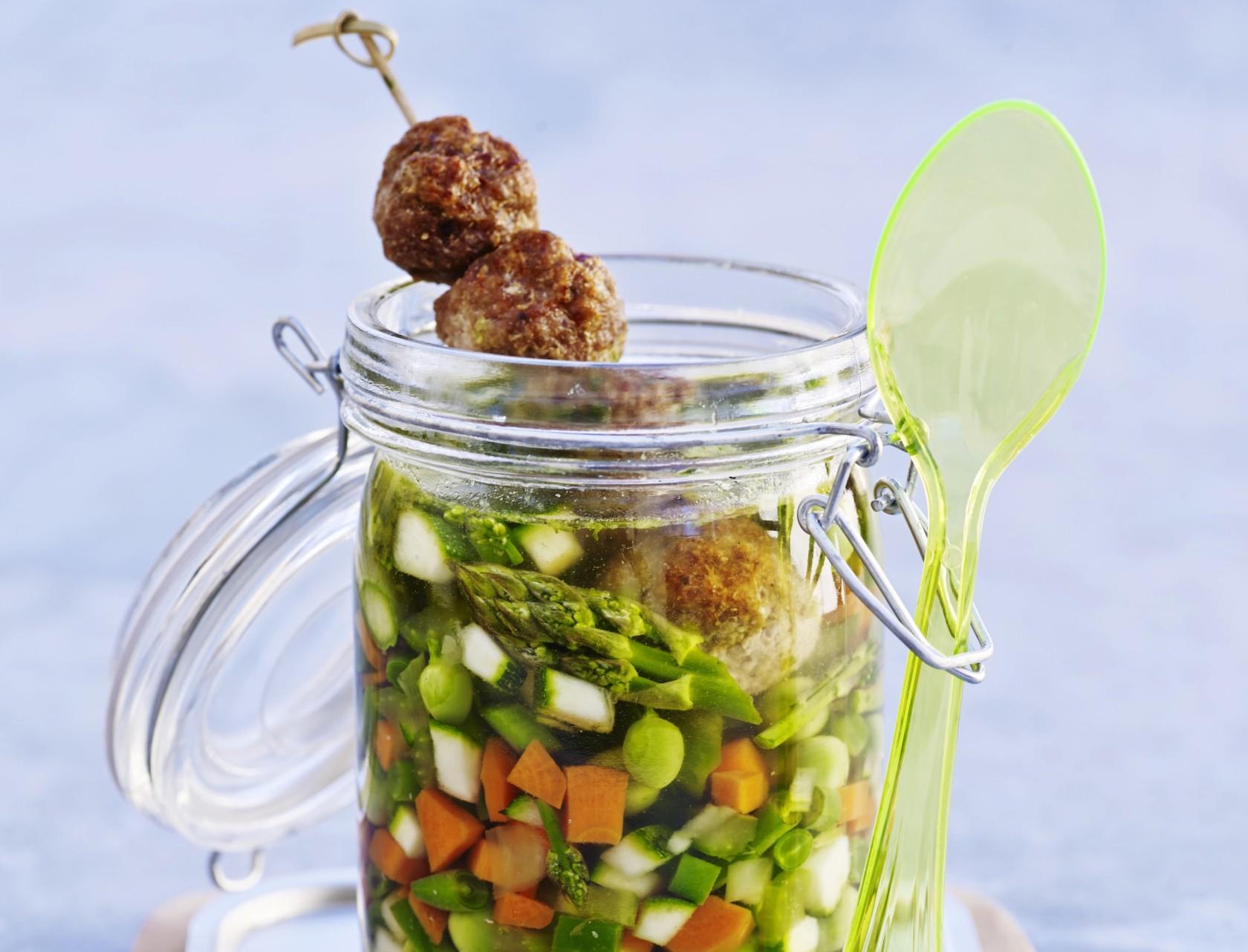 Minestrone med grøntsager og kødboller