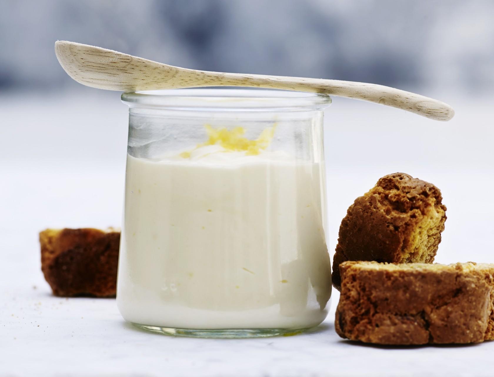 Lækker opskrift på yoghurtmousse med citron