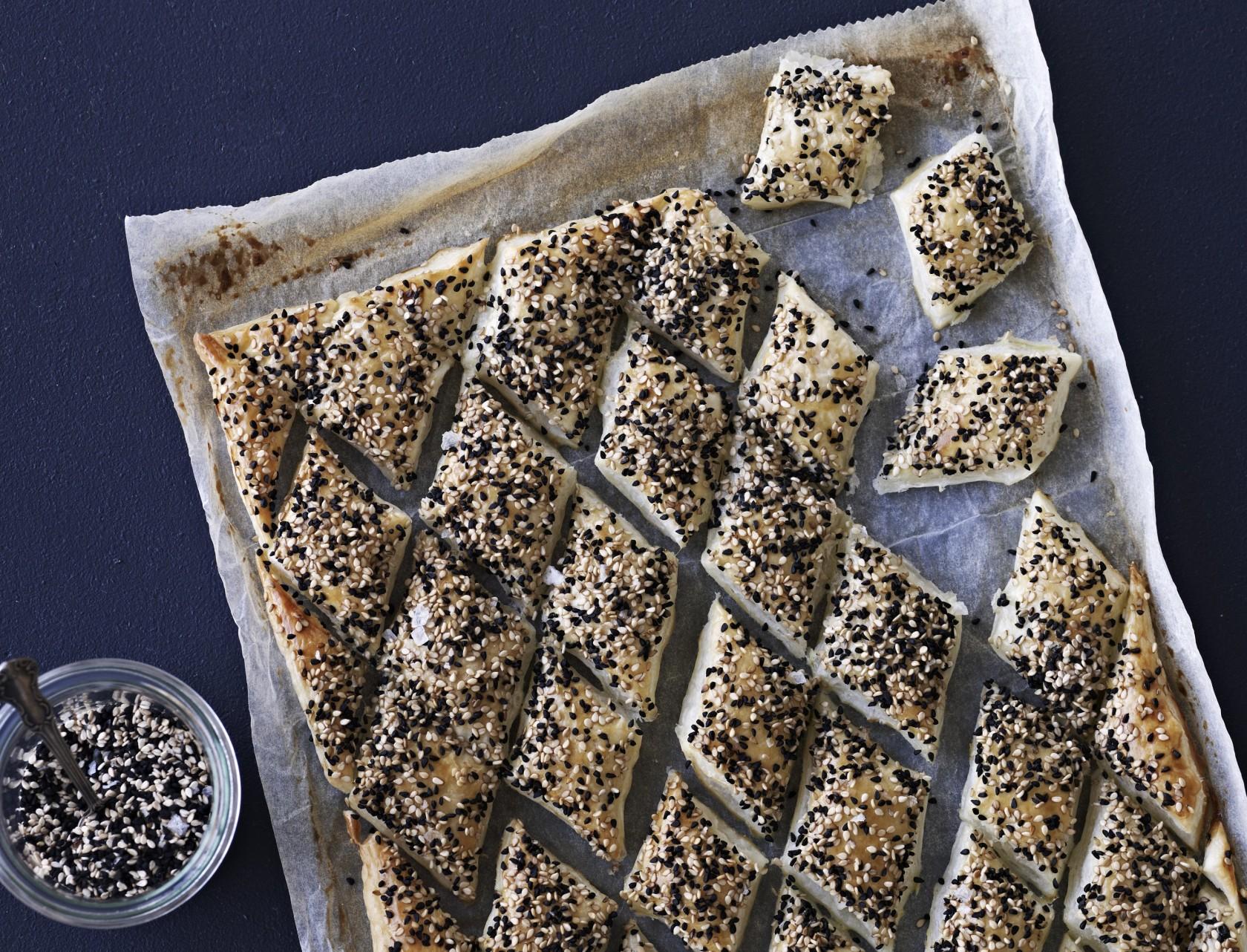 Sprøde kiks med frø - nem og lækker opskrift.