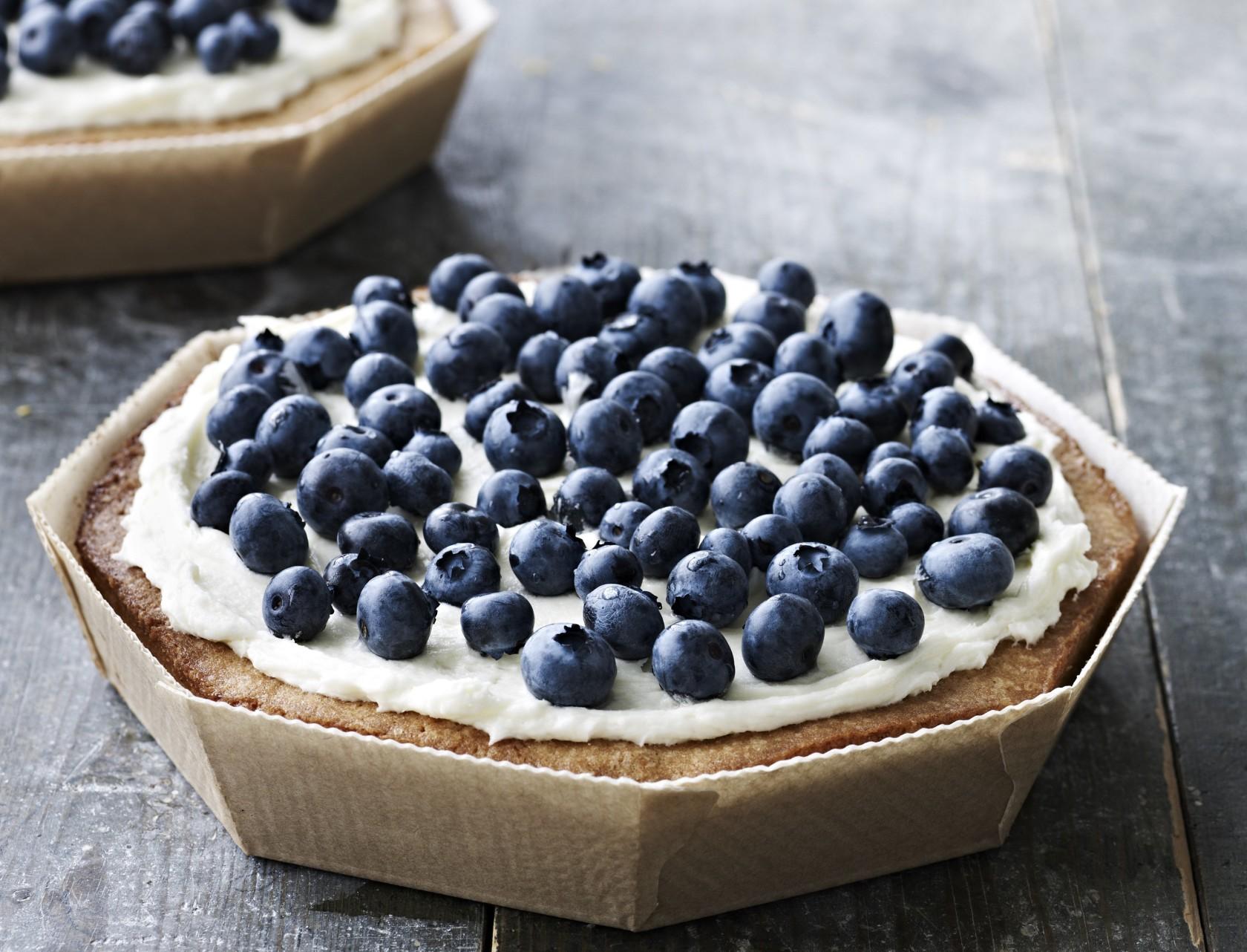 God opskrift på lækker citronmazarin med blåbær