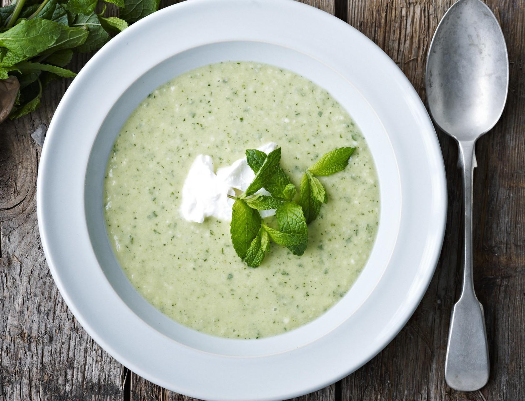 Squashsuppe med mynte - nem opskrift på mild og cremet suppe.