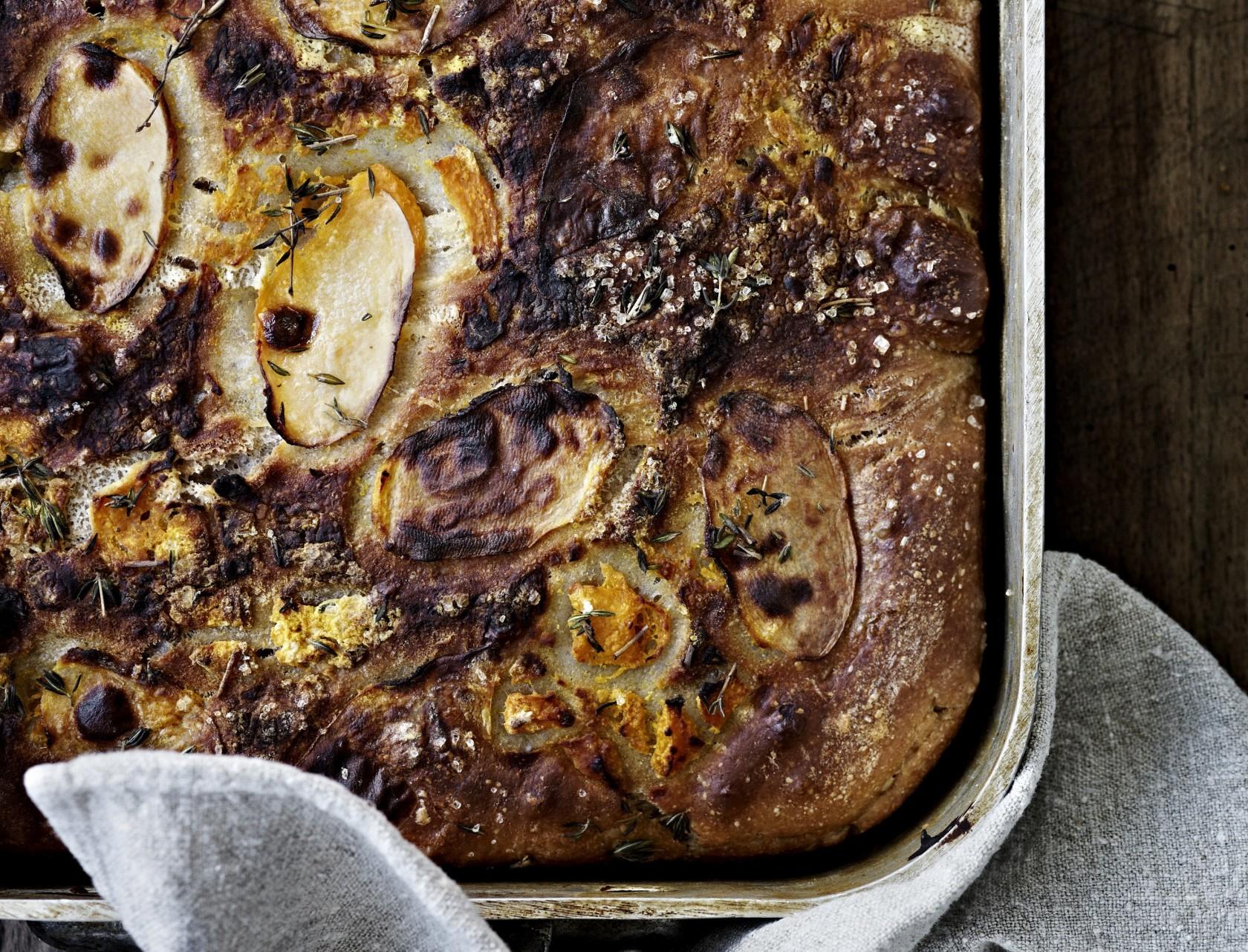 Focaccia med græskar og kartoffel - nem og lækker opskrift på brød med græskar.