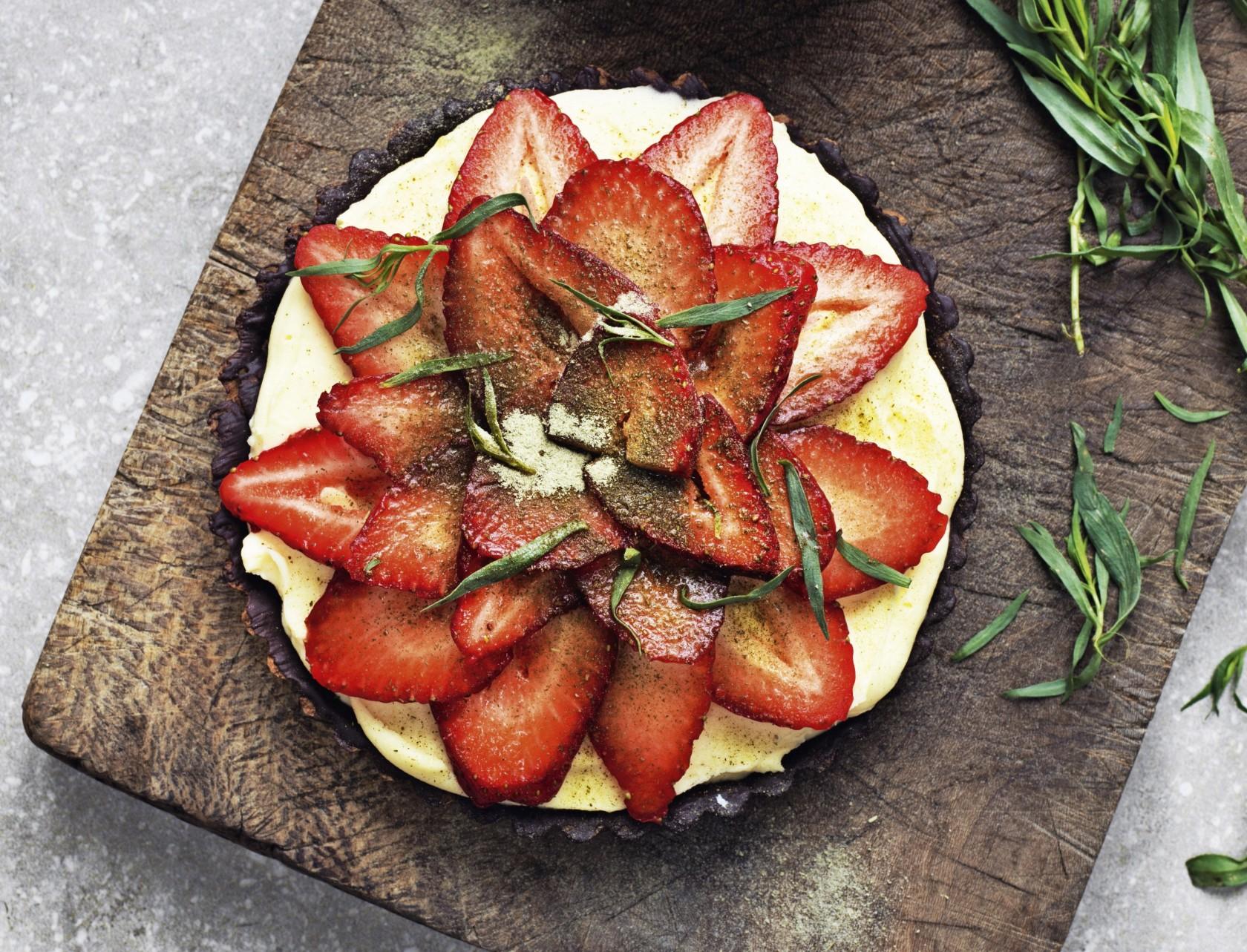 Jordbærtærte med vaniljecreme - den bedste opskrift!