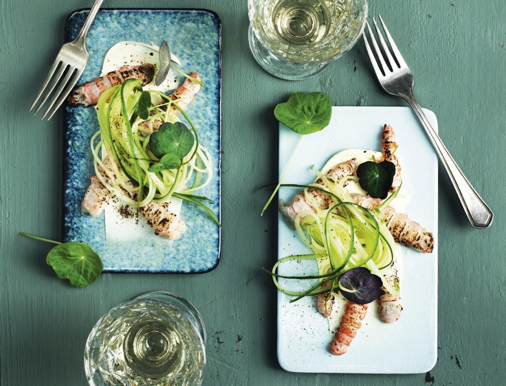 Jomfruhummerhaler med agurk og karse - den perfekte forret