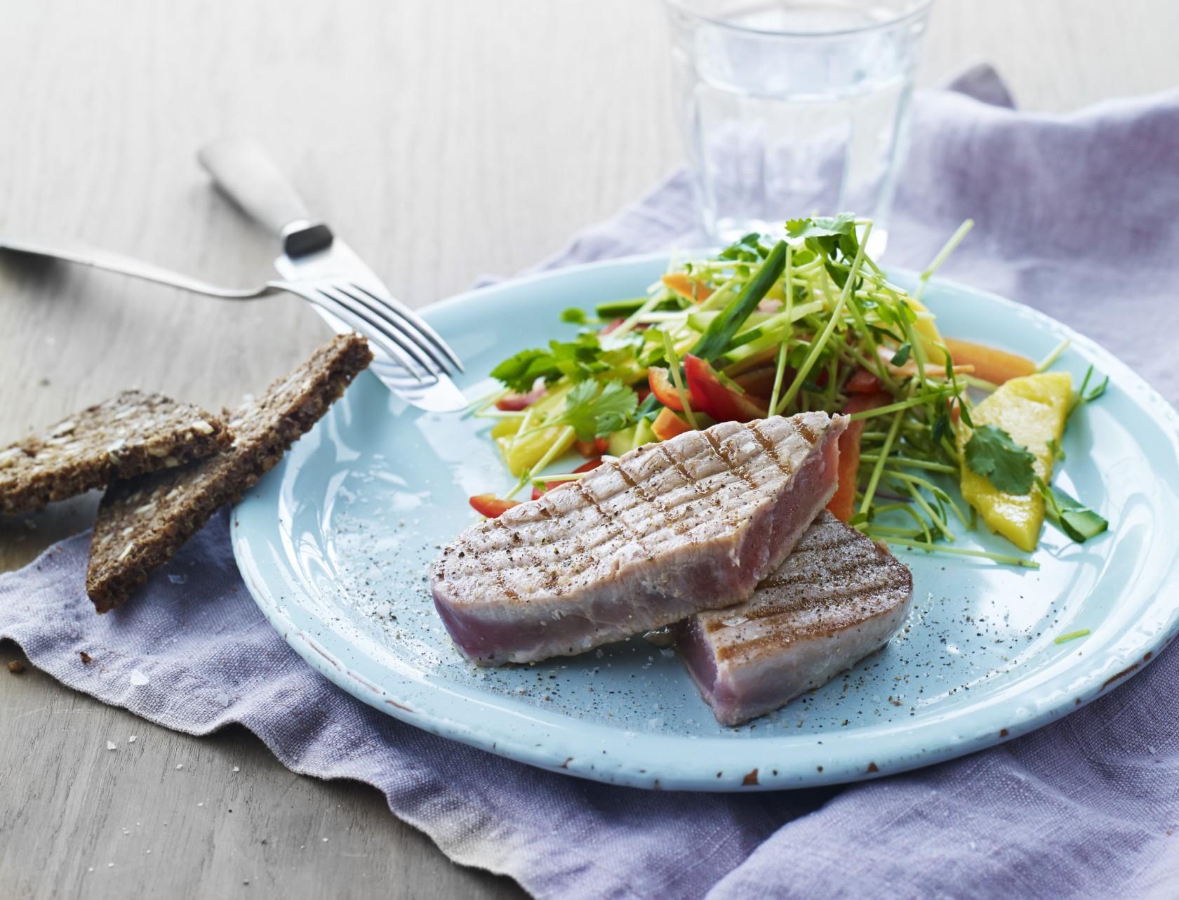 Lækker thaisalat med grillet tun