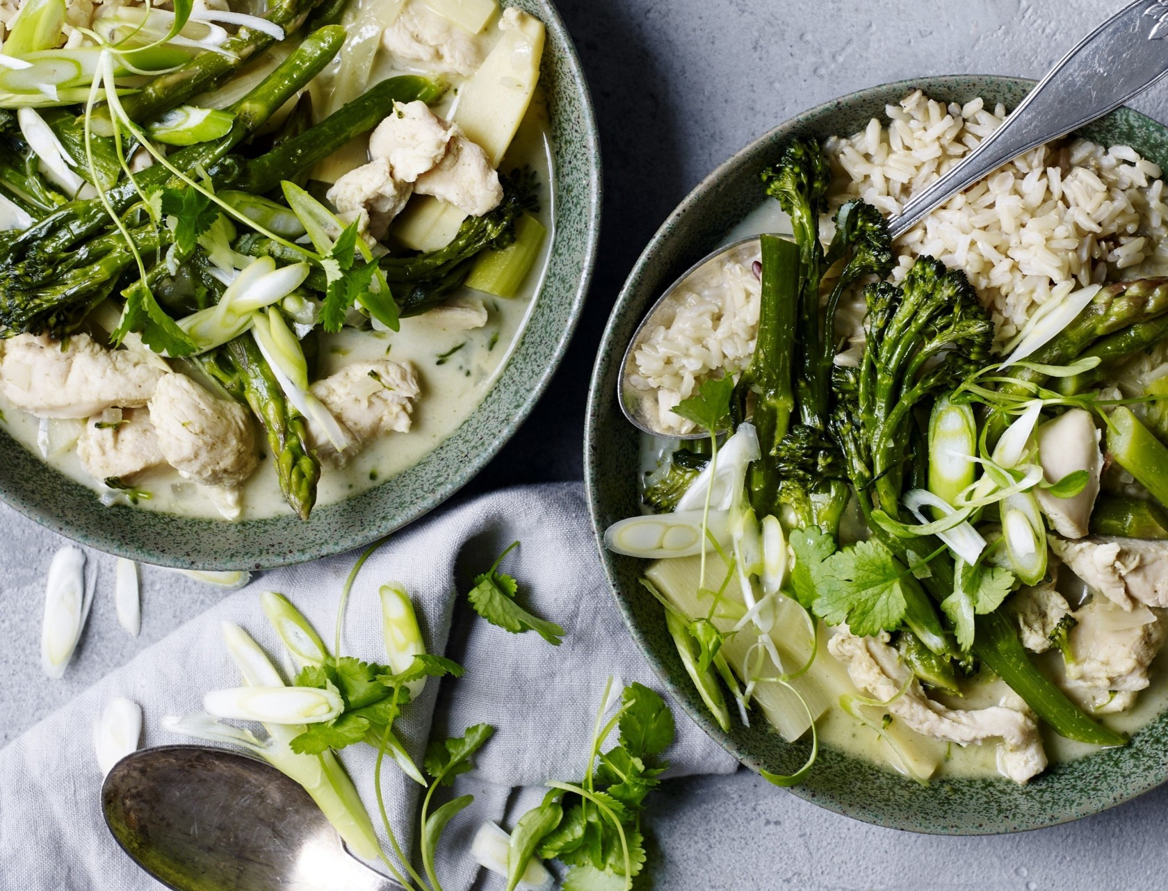Grøn karry med kylling og broccoli