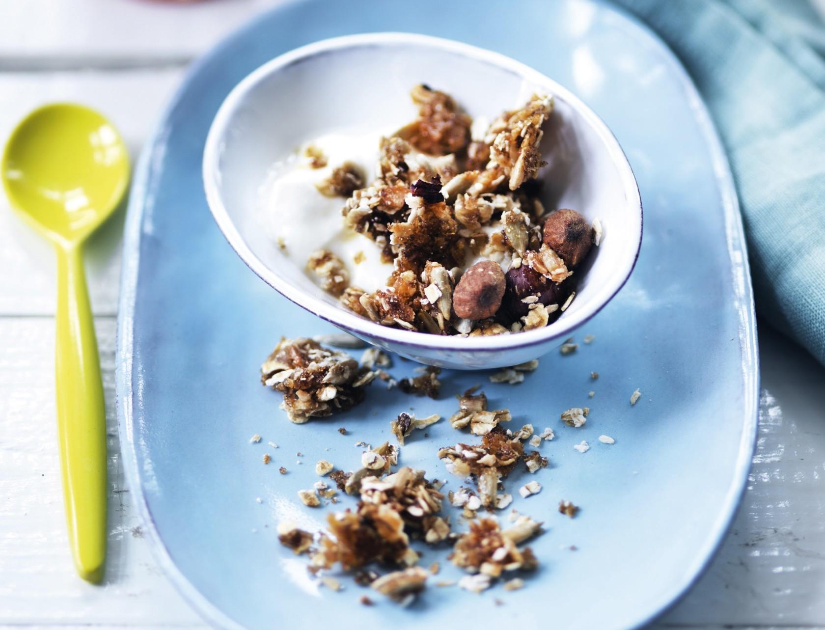 Skyr med hjemmelavet granola