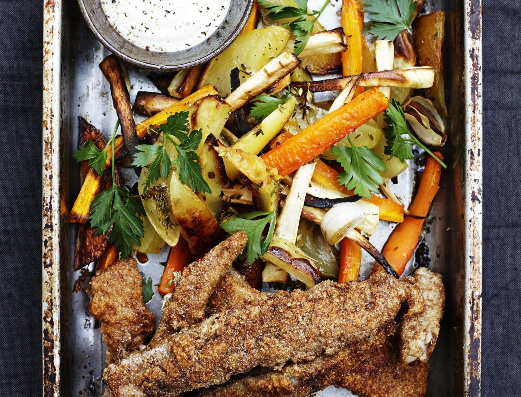 Sprødstegt torsk med ovnbagte rodfrugter og aioli.
