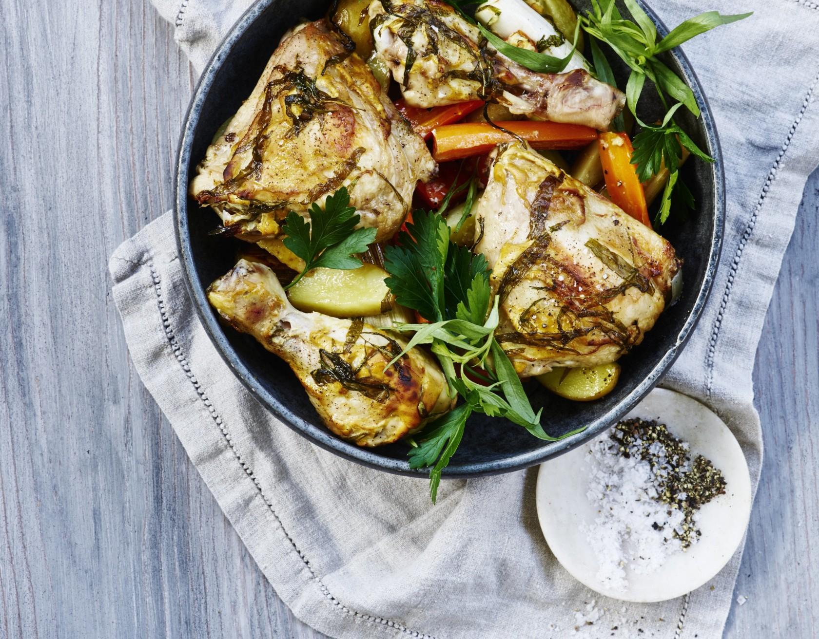 Kylling i fad med masser af grøntsager.