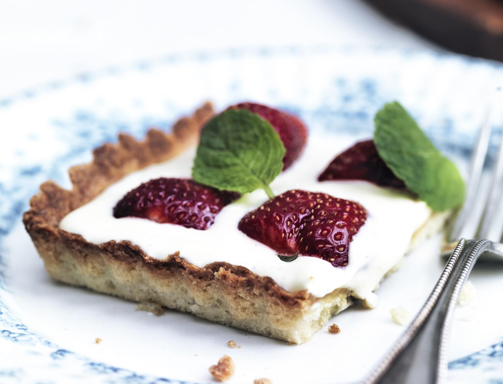 Jordbærtærte med vaniljecreme - den perfekte sommerkage!