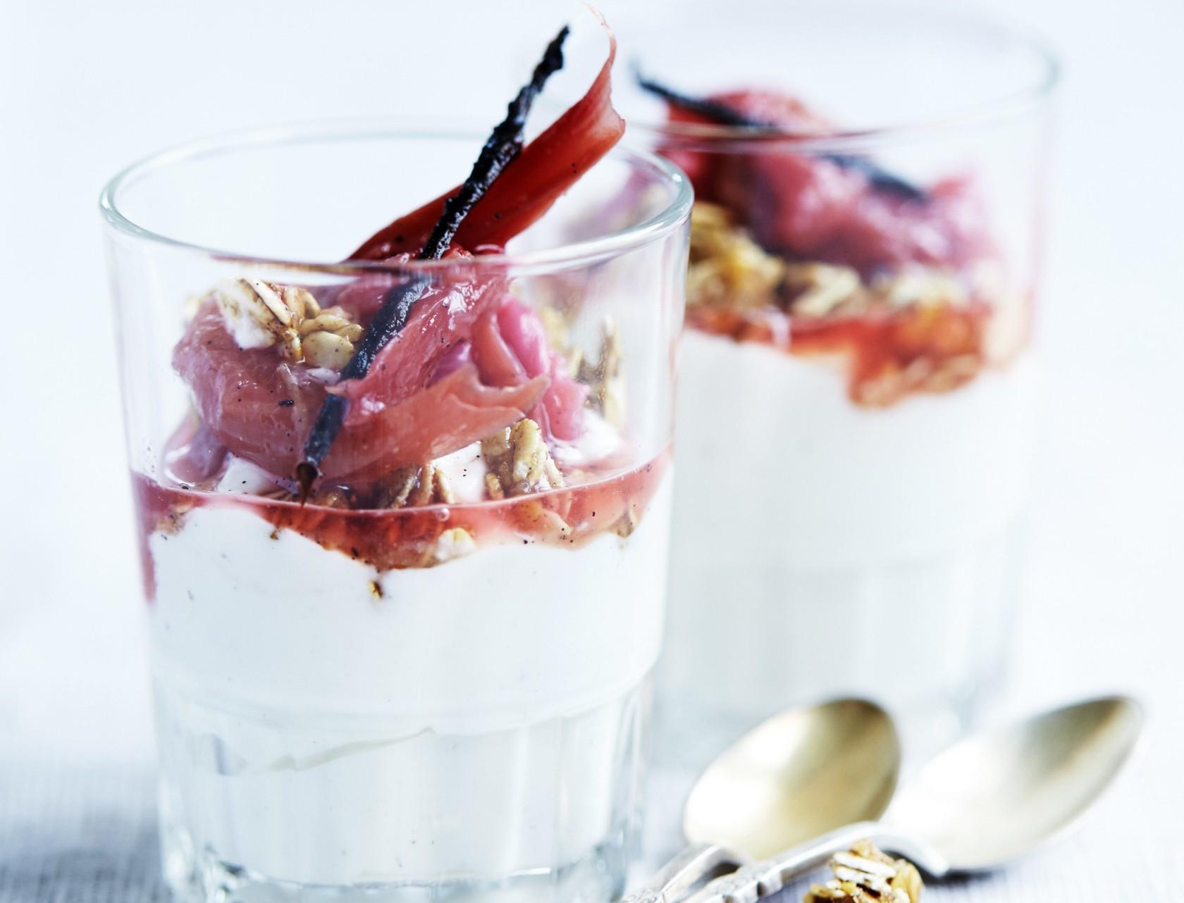 Græsk yoghurt med den lækreste rabarberkompot!