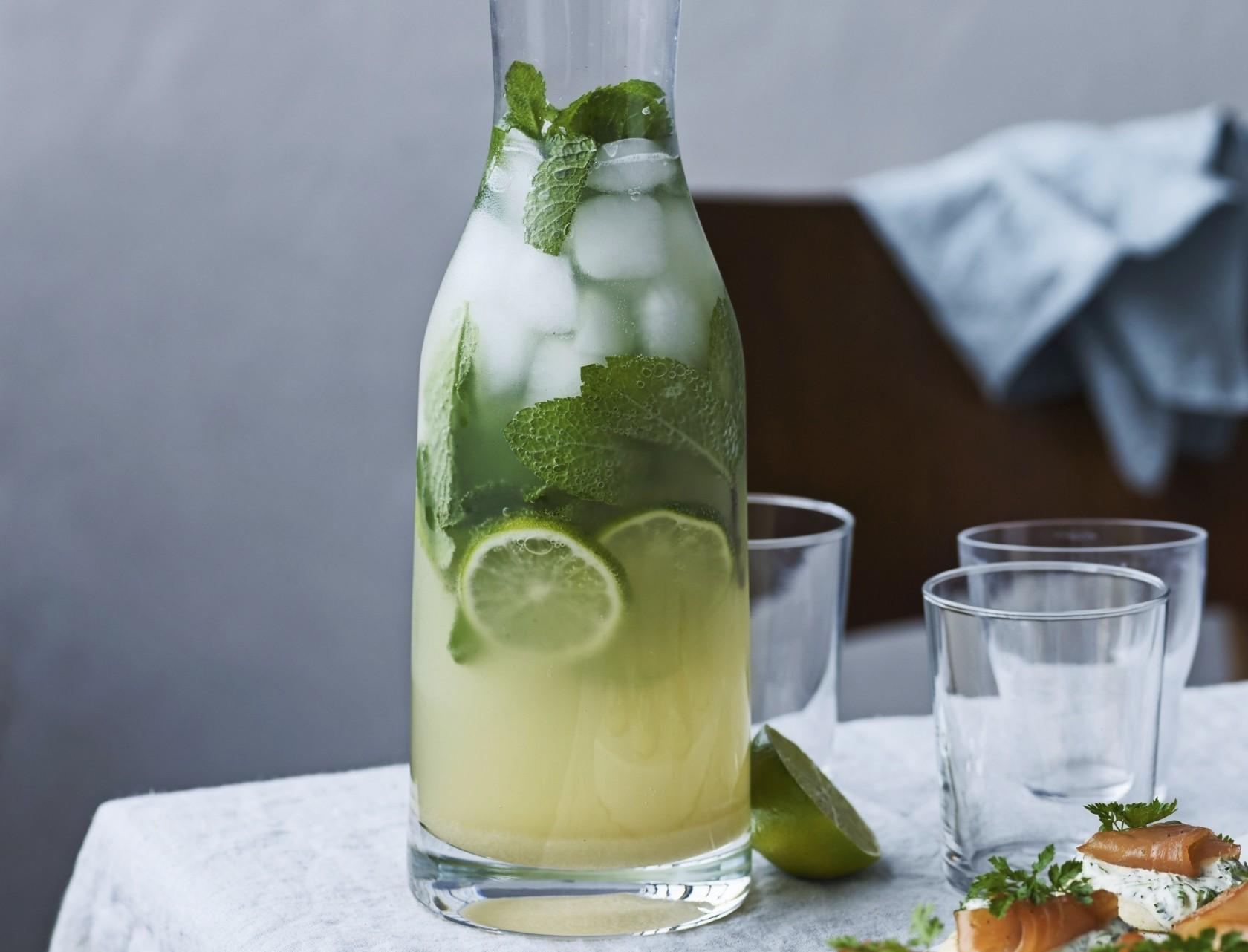 Den lækrste lemonade med lime, ingefær og mynte