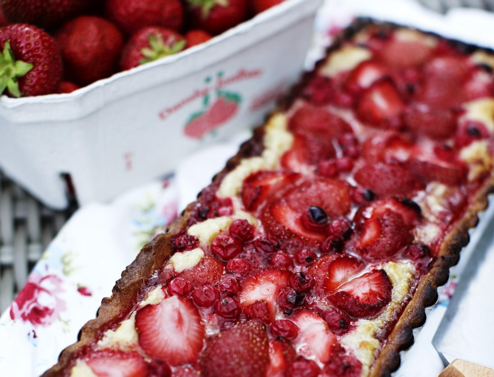 Fransk inspireret jordbærtærte med ribs og creme