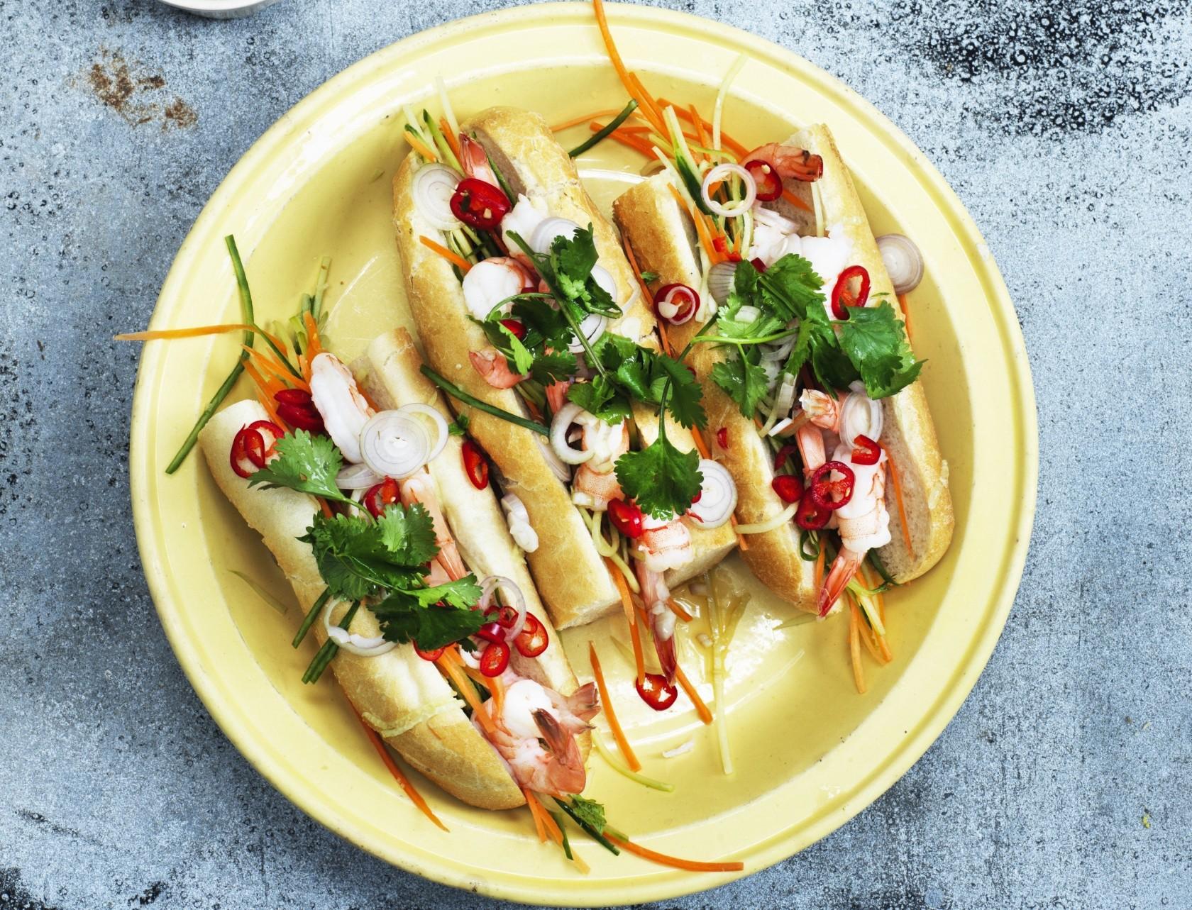 Skøn vietnamesisk sandwich med rejer - også kaldet en banh mi.