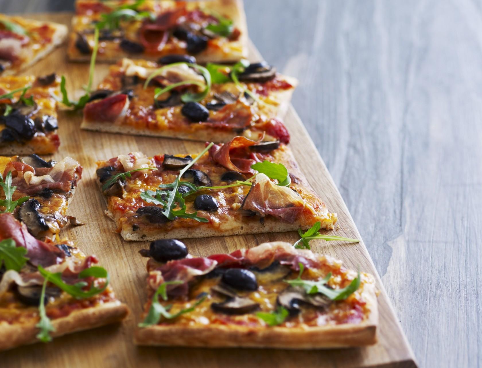 Pizza er lækkert, og med denne opskrift tager det kun 10 minutter at forberede!