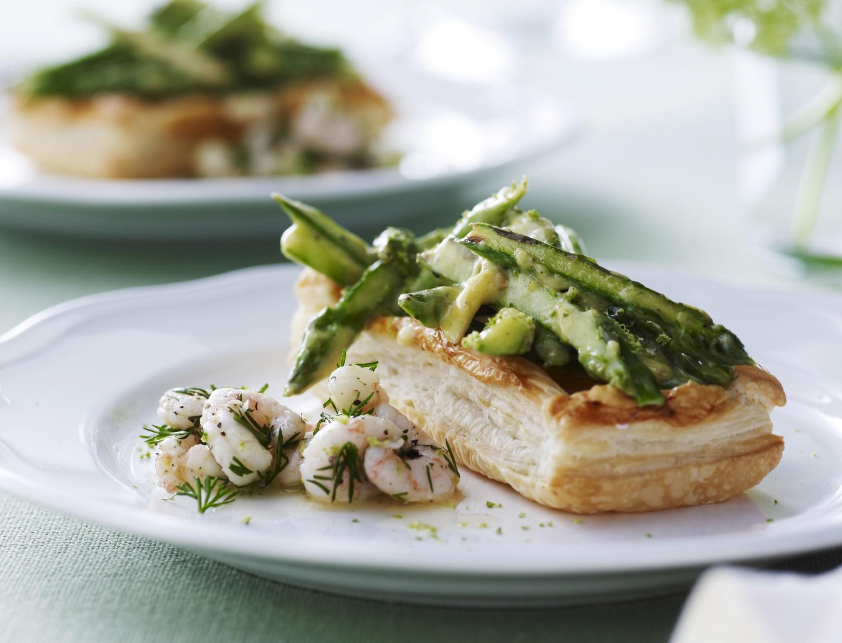Butterdej med rejer og asparges - fin forret a la tarteletter