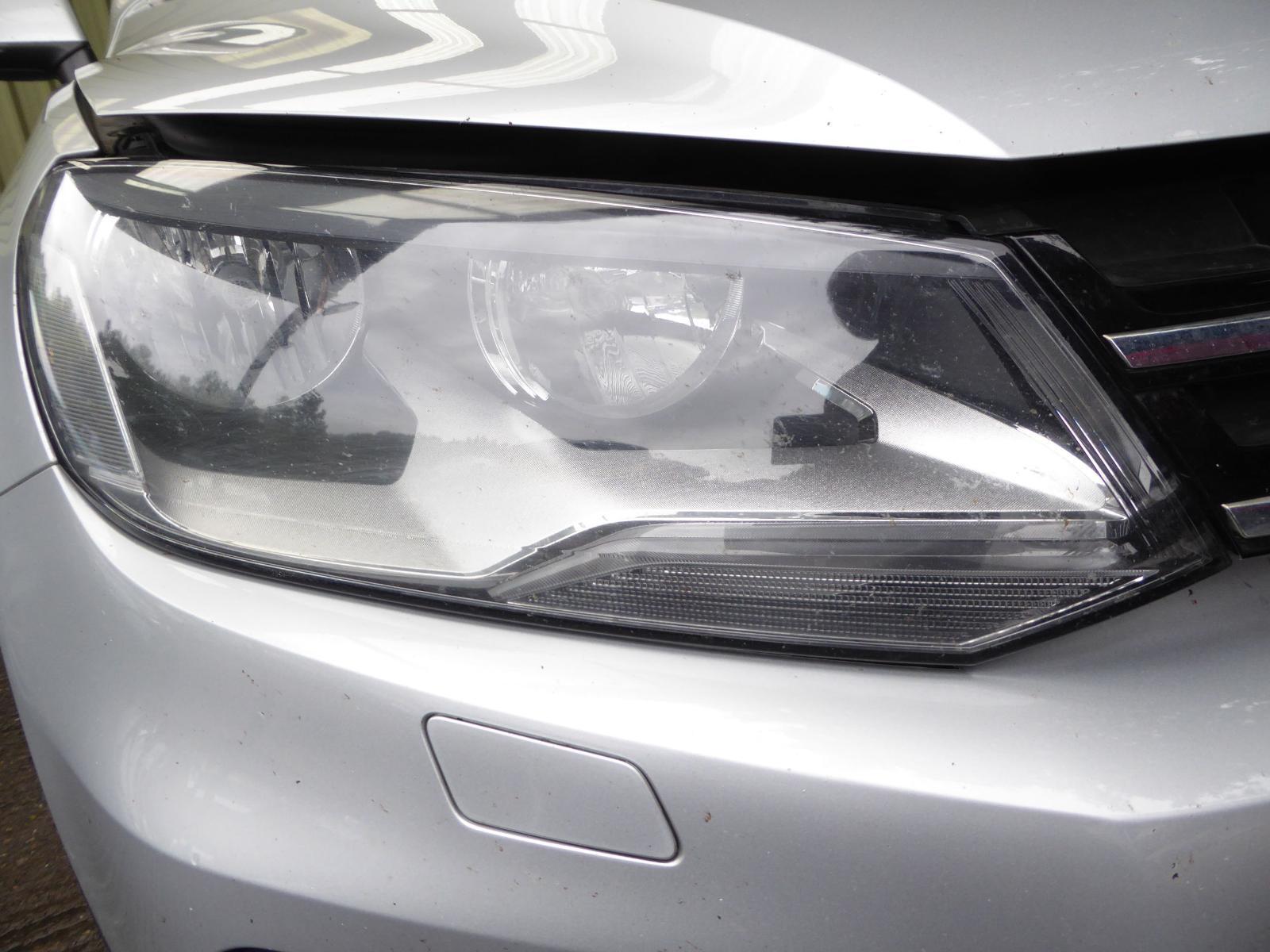 View Auto part R Headlamp VOLKSWAGEN TOUAREG 2012