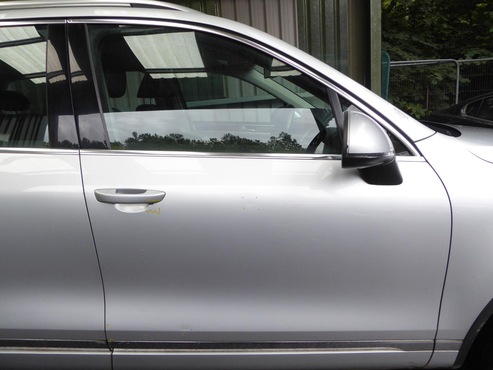 View Auto part R Front Door VOLKSWAGEN TOUAREG 2012