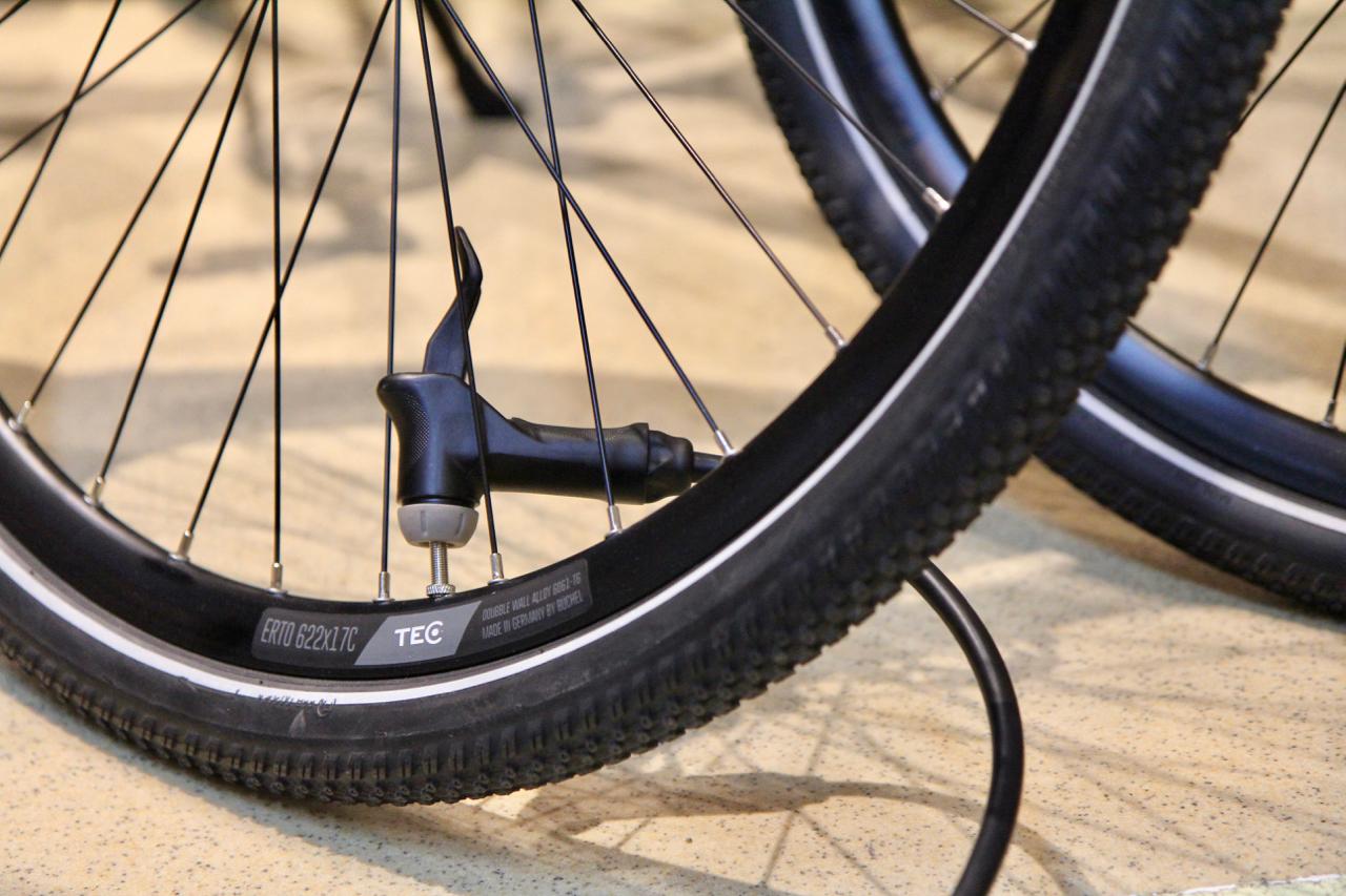 Bra Så pumpar du cykeldäck | Sportson - Vi kan cyklar. KR-89