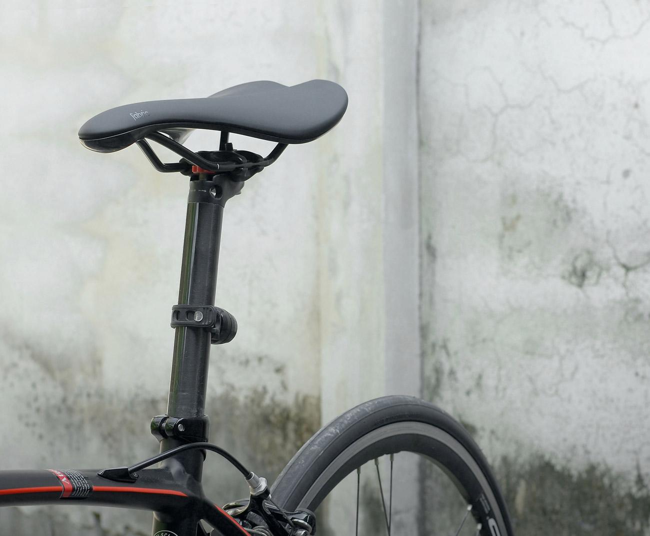 En racersadel eller en sadel till en landsvägscykel