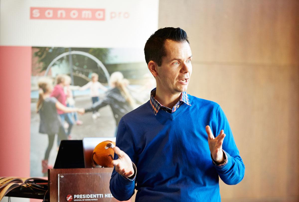 Jarno Bruun on ollut tekemässä alakoulun Ritari-sarjaa historiaan ja Vaikuttaja-sarjaa yhteiskuntaoppiin.