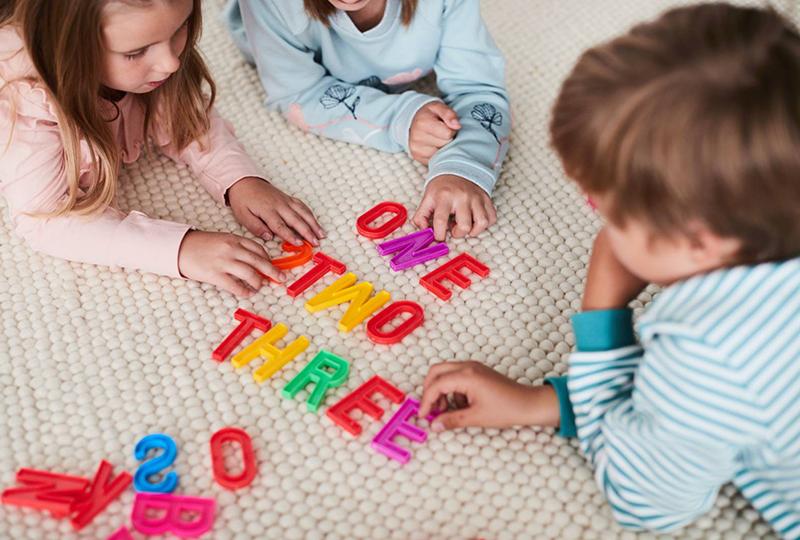 Vieraita kieliä voi opetella jo leikki-iässä.