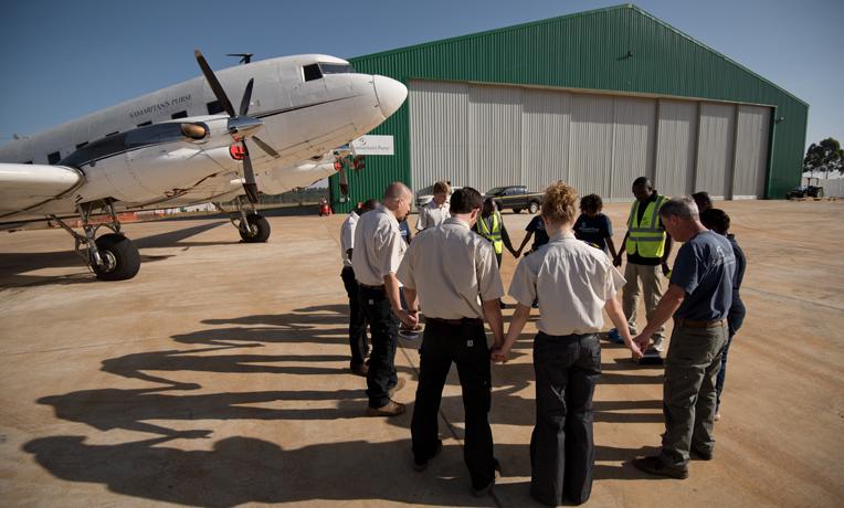 1527KE-N-386-Kenya-hangar-prayer