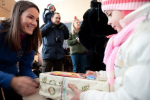 livia-handing-out-shoeboxes-in-romania