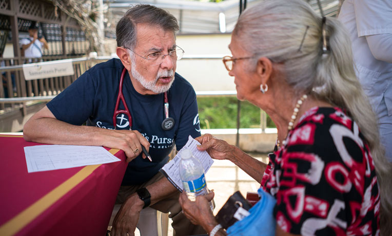 Dr. Carlos de la Garza consults with a patient in rural Puerto Rico