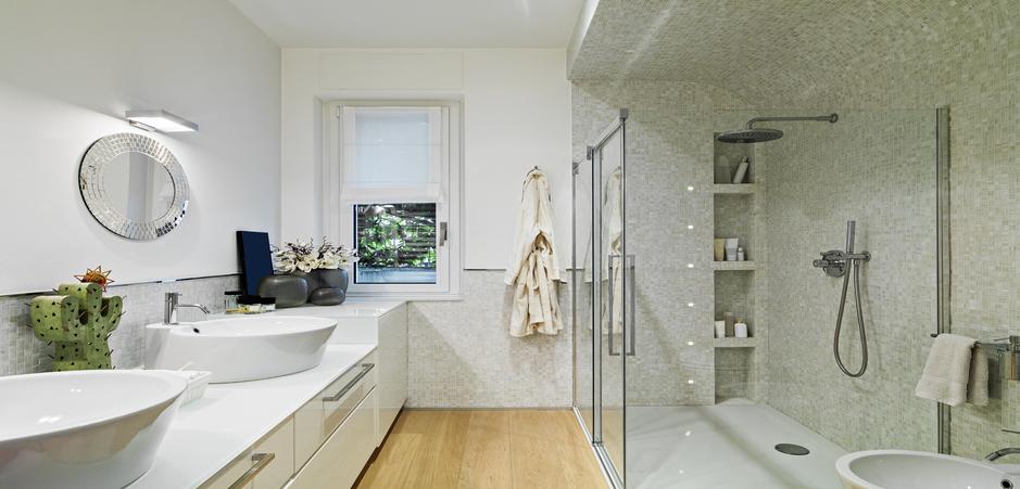 Siguen de moda los azulejos de mosaico para el cuarto de - Azulejos mosaicos para banos ...
