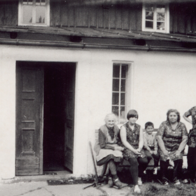 People standing outside a house in Srbska