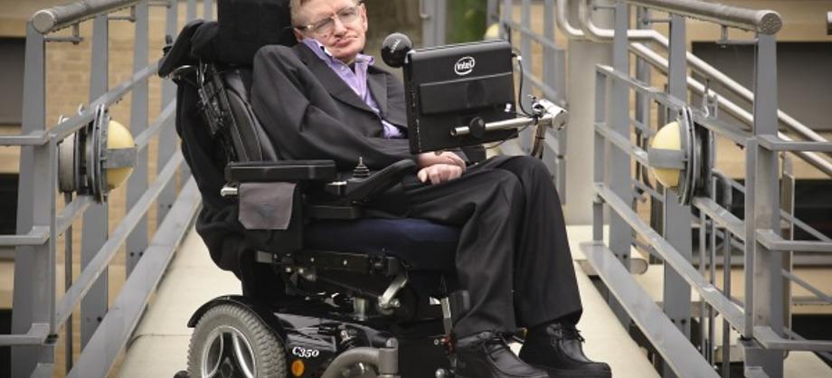 Ciencia: Stephen Hawking apoya al Ice Bucket Challenge