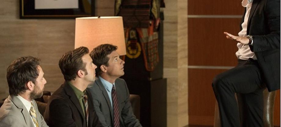 Cine: Horrible Bosses 2 comienza con pie izquierdo