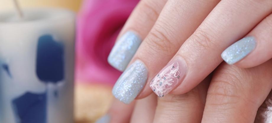 Familia y Hogar: ¿Cómo quitar los glitters de las uñas?