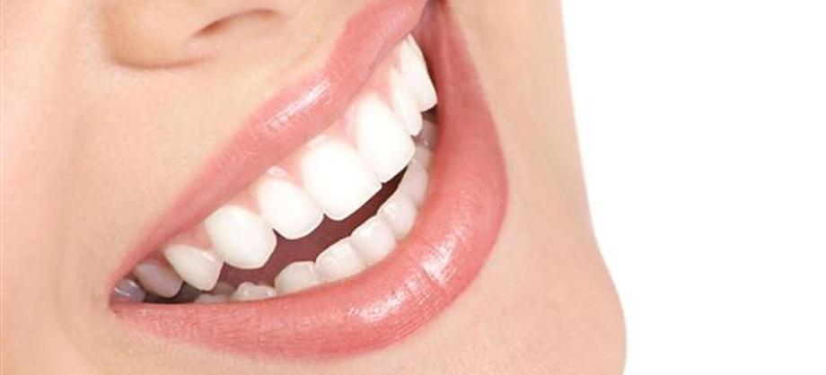 Familia y Hogar: Cómo blanquear los dientes de manera natural