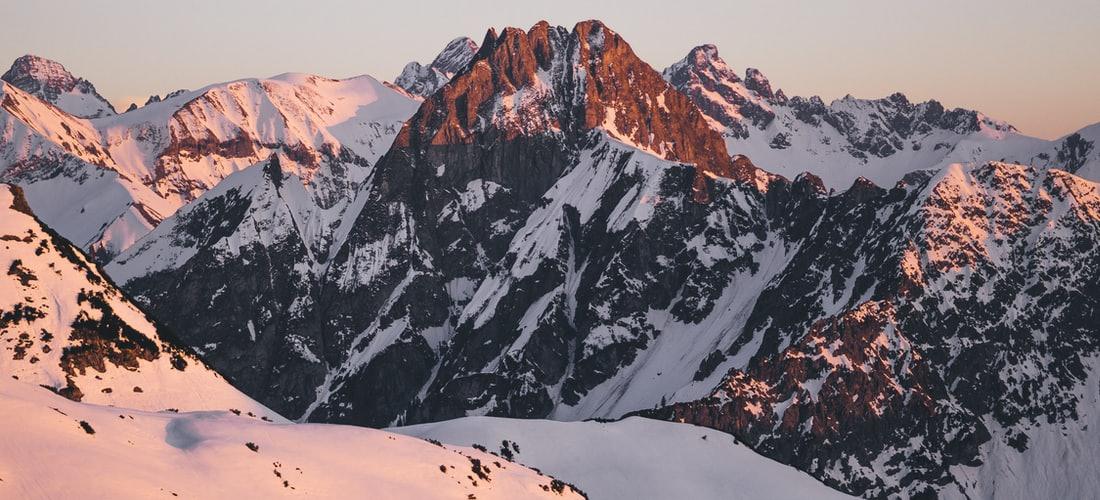 Hoteles y Alojamiento: Cordilleras de los Andes Vs Diplomatic Hotel.