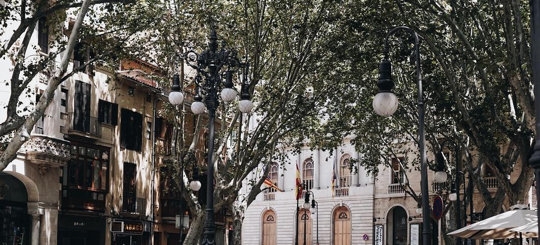 Economía Familiar: Razones para Comprar Propiedades en Girona, España