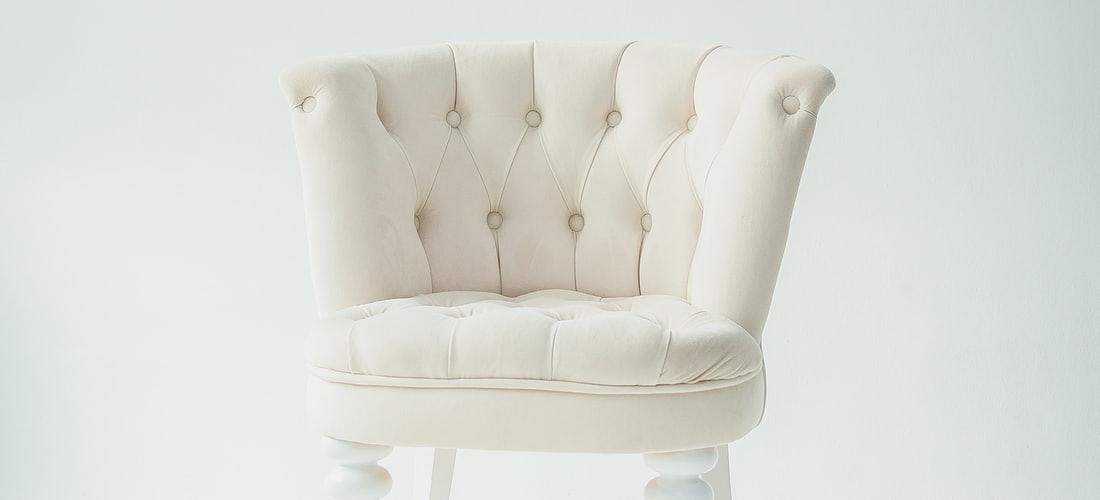 Decoración y Diseño: La Tumbona y la Mesita Multifuncional de Allibert, el Mueble de Terraza Perfecto para el Verano