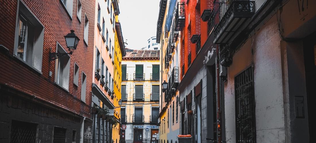 Atención al Cliente: Almoguera Notario Ofrece Asesoramiento Sobre Pólizas en Madrid