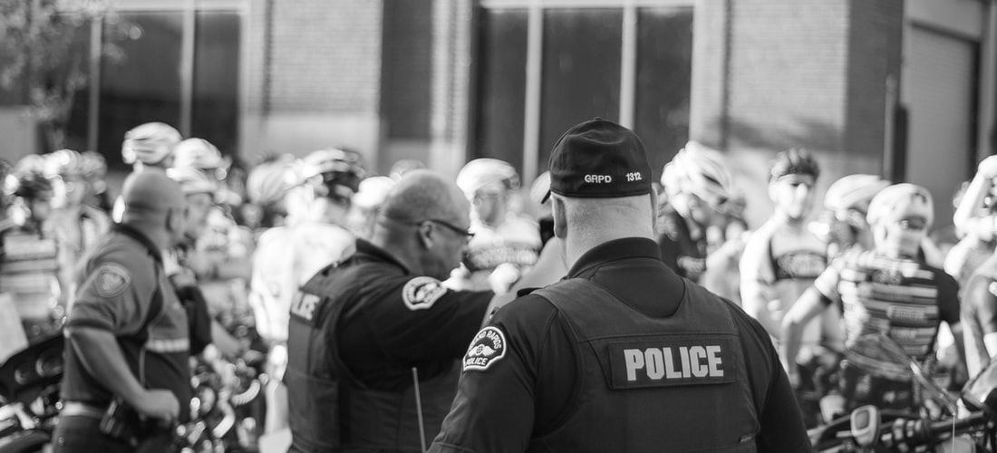 Oposiciones a Policía Nacional: ¿Es una Buena Idea Prepararlas por Libre?