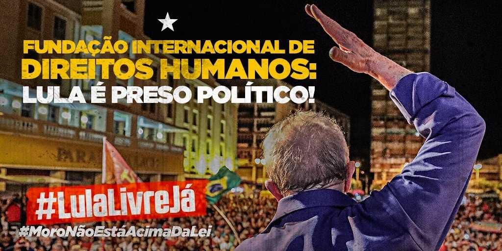 The back of former president Lula with its right hand raising in front of a large crowd. SmartExpat