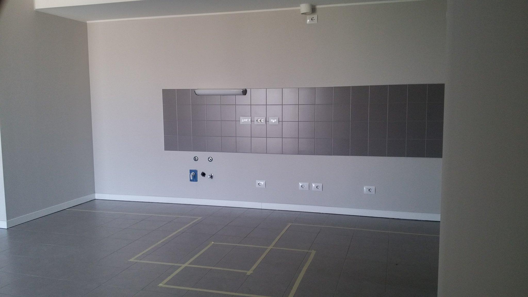 Togliere 3m2 di piastrelle parete cucina e metterle nuove già a